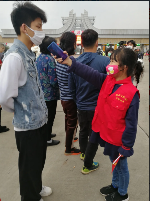 """校园记者报道""""株洲英雄""""凯旋活动"""